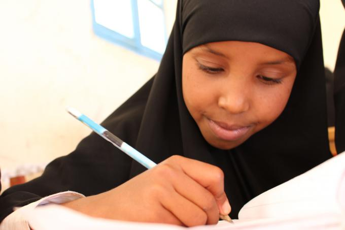 Hanan, age 7, is a grade 2 student at Hareed Alternative Basic Education School in Somaliland which is supported by Save the Children. Photo Mowlid Mudan / Save the Children